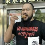 【新日本プロレス】オーカーン様、公約通りロスインゴTシャツを着用し、丸武商店の唐揚げを食す