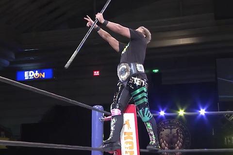 新日本のレスラーって何で入場の時にみんなロープに上がってアピールするの?