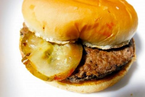 【悲報】マックのハンバーガーにピクルスが入ってる理由、誰も答えられない